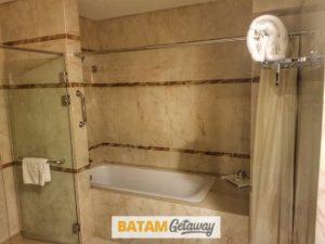 Batam Nagoya Hill Hotel Review Junior Suite Toilet