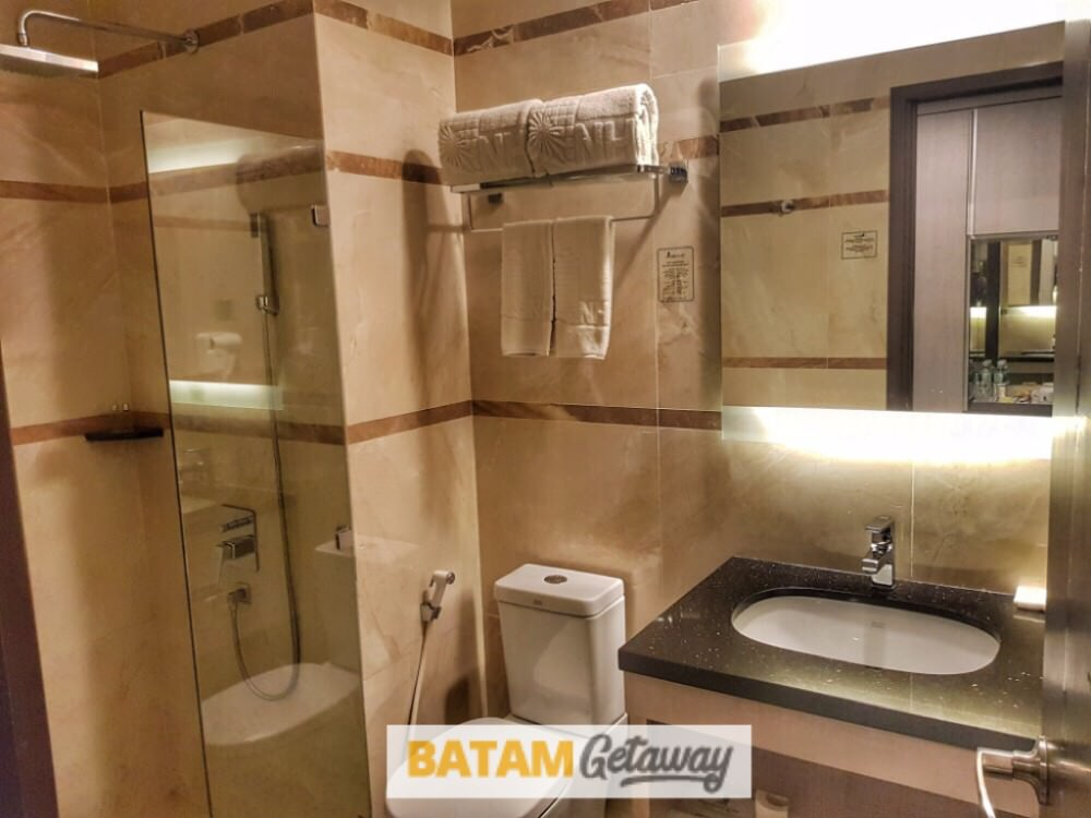 Batam Nagoya Hill Hotel Review Superior Toilet