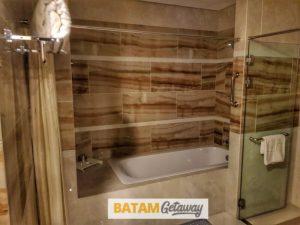Batam Nagoya Hill Hotel Review Executive Suite Toilet