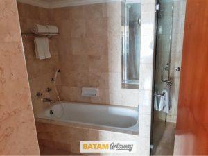 batam allium hotel blog review hotel executive deluxe bathroom