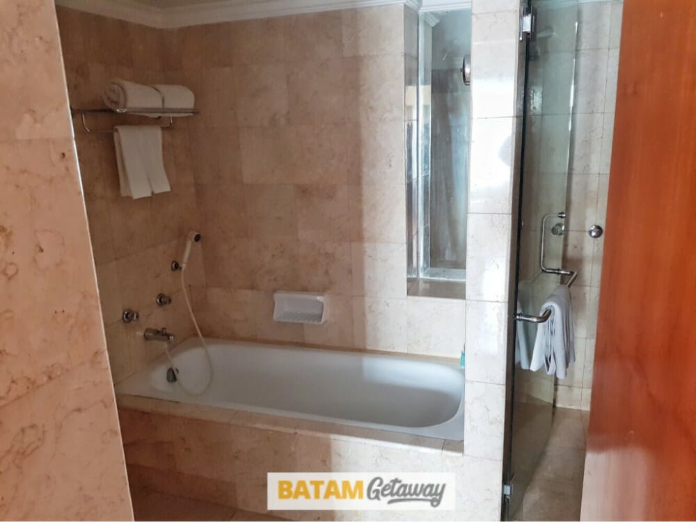 batam allium hotel blog review hotel executive deluxe bathroom